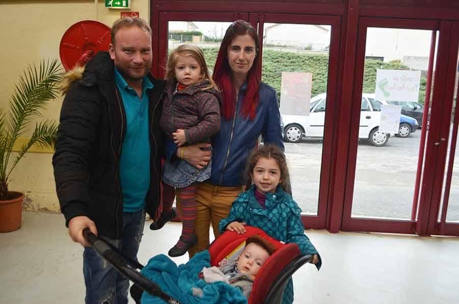 Maël Mounier de Beaux avec ses deux soeurs
