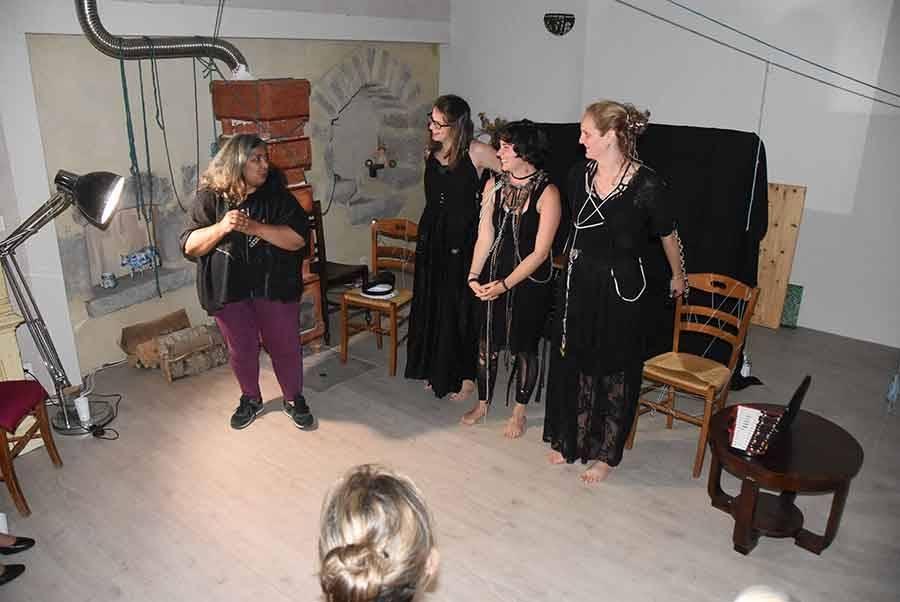 Le trio avec Yasmina, la maîtresse des lieix.