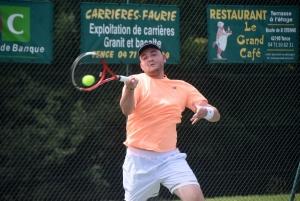 Tence : le tableau 3e série au service au tournoi de tennis