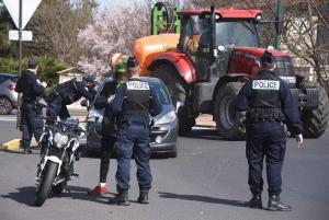 Coronavirus : les agriculteurs doivent-ils avoir une attestation dans leur tracteur ?