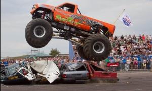Des monsters trucks et des cascadeurs en tournée estivale en Haute-Loire