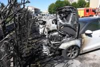 Monistrol-sur-Loire : une haie et huit voitures prennent feu (vidéo)
