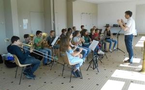 Retournac : l'orchestre et la chorale du collège Boris-Vian en visite à la Chaise-Dieu