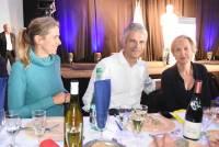Laurent Wauquiez, accompagné de sa femme Charlotte (à gauche), et Virginie Calmels, 1e adjointe du maire de Bordeaux