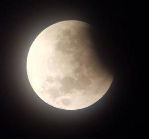 """Bas-en-Basset : ils ont observé l'éclipse de lune depuis """"Thézenac"""""""