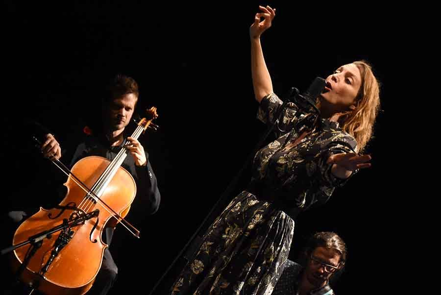 Un moment de grâce avec Raphaële Lannadère au théâtre d'Yssingeaux