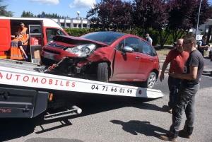 Monistrol-sur-Loire : trois véhicules se percutent et bloquent l'avenue de la Gare