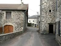 Le bourg du Pertuis : lieu de passage... et, autrefois, de péage sur l'ancienne route royale du Puy à Lyon. Photo Maurice Perrel