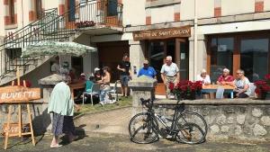Saint-Julien-Molhesabate : une buvette ouverte pour l'été dans le bourg