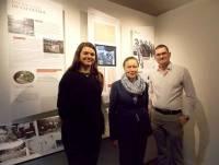 Melanie Russo et son ancien professeur Paul Kutner accueillis par le maire du Chambon.