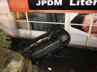 Monistrol-sur-Loire : une voiture chute de 3 mètres contre un magasin dans la zone commerciale