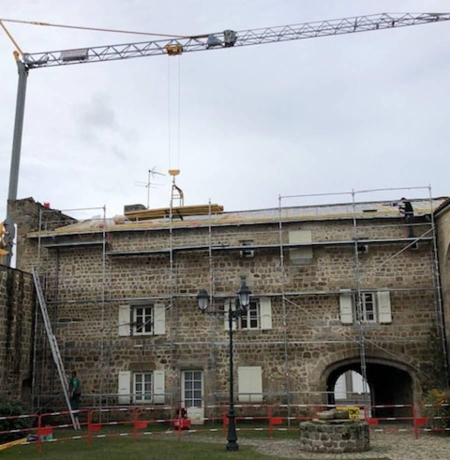 Grazac : le prieuré change de toit
