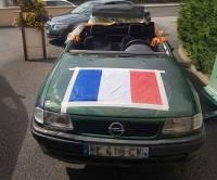 Monistrol-sur-Loire : ils transforment une voiture en décapotable avec piscine intégrée