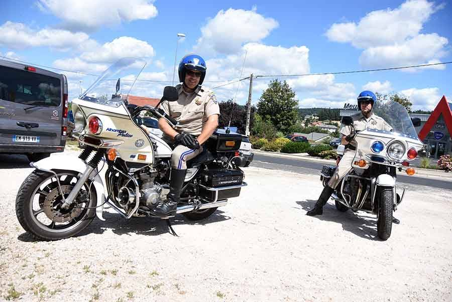 """Deux policiers de la série """"Chips"""" débarquent à Tence (vidéo)"""
