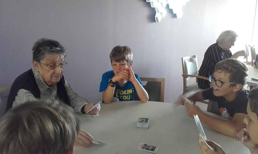 Rencontre intergénérationnelle à Saint-Maurice-de-Lignon