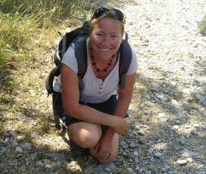 Natalene Morel guide les randonneurs dans la nature