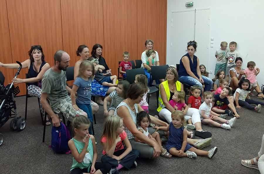Sainte-Sigolène : les bambins captivés par les lectures d'albums