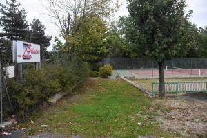 Saint-Maurice-de-Lignon : la commune vend le terrain de tennis aux Salaisons du Lignon
