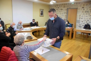 Tence : David Salque-Pradier retrouve l'écharpe de maire
