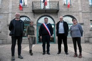 David Salque-Pradier entouré de Patrick Russier, Marie-José Digonnet, Michel Pabiou et Marie-Paule Fournel (manque Patrice Rousson)