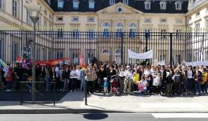 Familles et personnels des crèches mobilisés contre la réforme des modes d'accueil