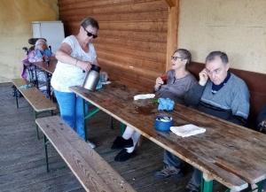 Riotord : un pique-nique au bord des étangs pour des résidents de l'Ehpad