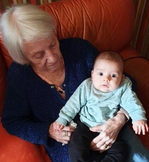 Une photo prise cet automne avec un de ses arrière-petits enfants.