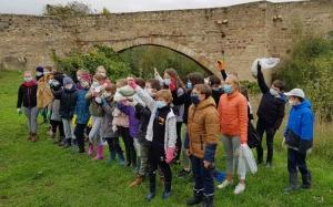 Brives-Charensac : des jeunes ont ramassé les déchets autour de la Chartreuse