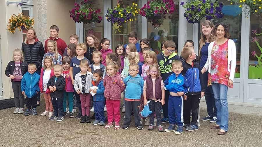 Douze écoles de Haute-Loire bénéficient d'un fleurissement
