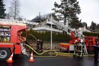 Le Chambon-sur-Lignon : le feu d'insert de cheminée transperce le toit