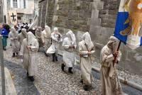 Les pénitents gris d'Avignon, à l'habit simple, et qui se présentaient masqués. Photo Lucien Soyere
