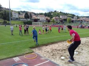 Une cinquantaine d'enfants à la découverte de l'athlétisme au stade Massot au Puy