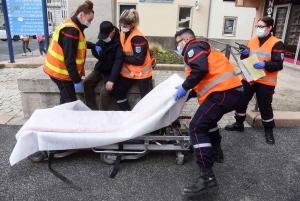 Les pompiers enchaînent les exercices sur le marché, les entreprises et les commerces à Yssingeaux