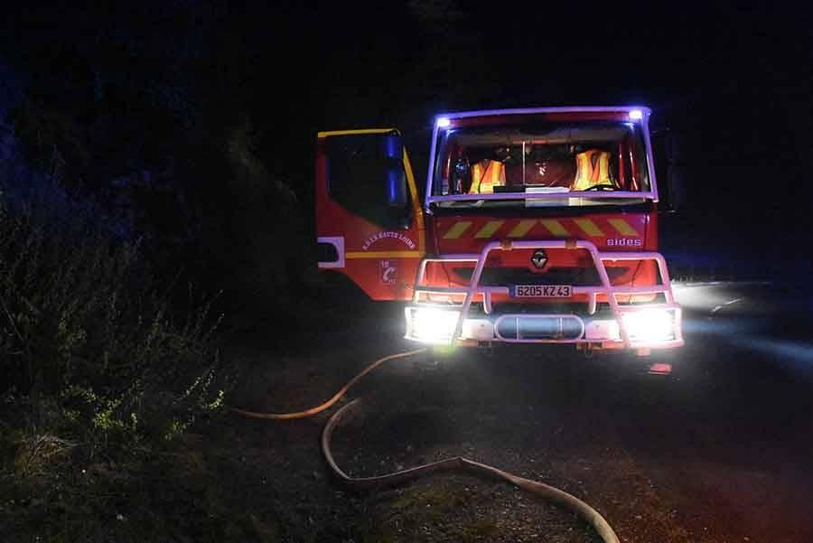 """Aurec-sur-Loire : 5 hectares de broussailles brûlent près des """"Sauvages"""""""