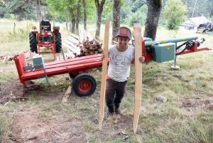 Tence : Alexandre Moulin se lance dans la fabrication de piquets de clôture