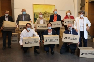 Le Département de Haute-Loire remet deux masques lavables à chaque collégien