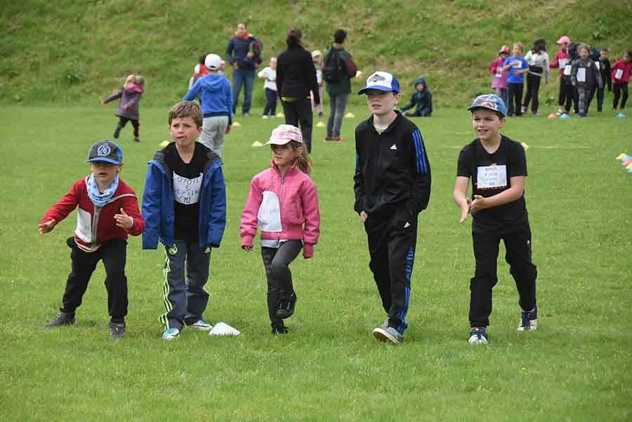 Une rencontre d'athlétisme pour 130 écoliers du Pertuis, Veyrines et Laussonne