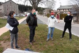 Francis Collet (FNE 43), Jean-Jacques Orfeuvre (FNE AURA), Colette Chambonnet (SOS Loire Vivante) et Pierre Pommarel (FNAUT Auvergne)