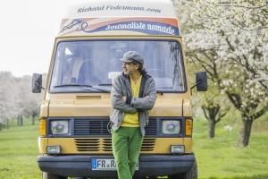 Richard Federmann de passage à Yssingeaux à bord de son camion radio