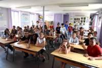 Pont-Salomon : les écoliers apprennent l'usage de la faux