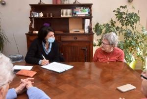 Une séance chaque semaine de stimulation cognitive avec Julie Arsac, assistante en soin gérontologie