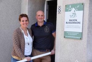 Céline et Guillaume devant la Maison Buissonnière