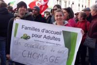 Les accueillants familiaux réclament le droit au chômage et lancent une pétition