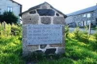 Au hameau de Villelonge Les Vastres, la stèle Pierre Piton.