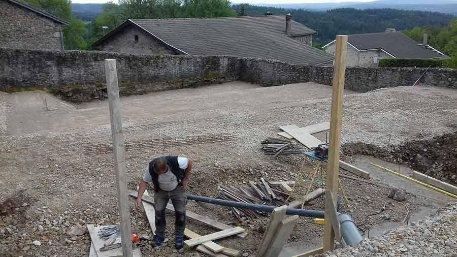 Mas-de-Tence : les travaux d'aménagement de la place du village en cours