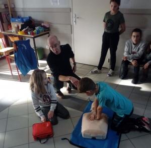 Saint-Just-Malmont : les enfants de la Communale formés à utiliser des défibrillateurs