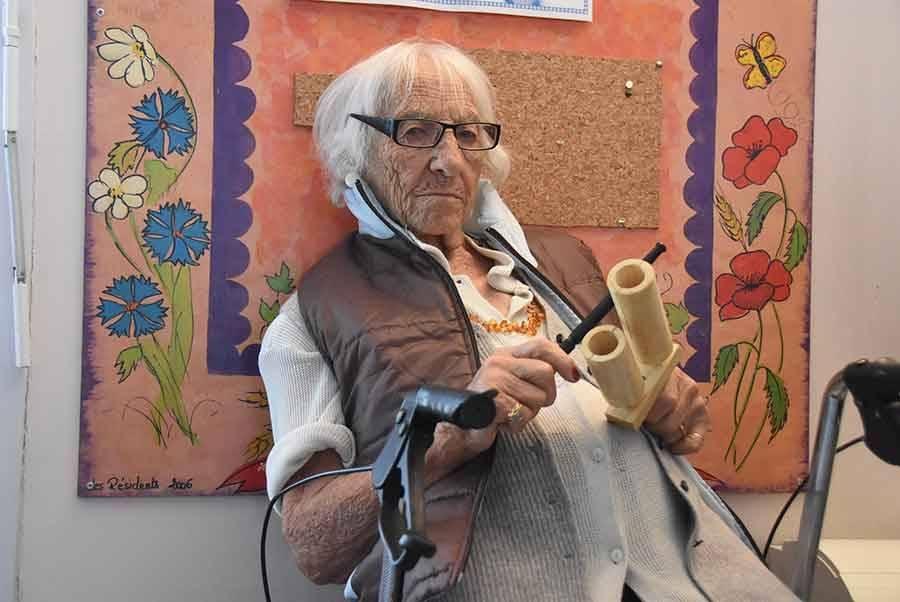 Yssingeaux : les résidents de la maison de retraite s'initient aux percussions