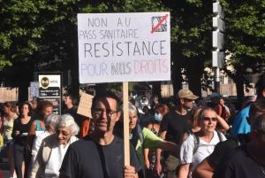 """Les opposants au pass sanitaire réclament """"le droit de pouvoir choisir"""""""