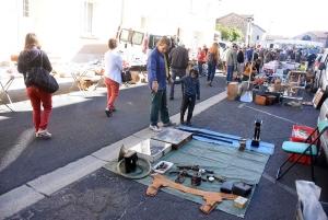 Montfaucon-en-Velay : 180 exposants installés ce mercredi au vide-greniers