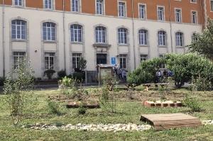 Vals-près-le-Puy : les abords de l'Institut des sciences de la vie et de la terre joliment paysagés